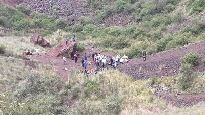 De las seis personas que cayeron, la dependencia detalló que fueron rescatados cuatro menores y un adulto.
